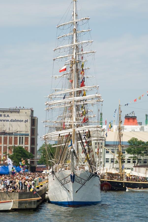 La nave alta corre - Gdynia - la Polonia 04.07.2009 immagini stock libere da diritti