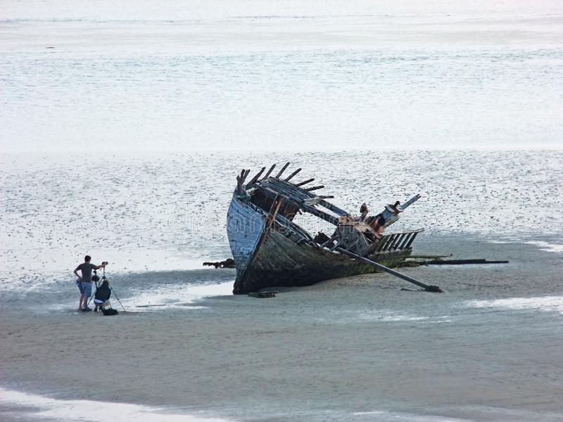 La nave arruinada vieja del barco var? la playa Co de Magherclogher Donegal, Irlanda fotos de archivo libres de regalías