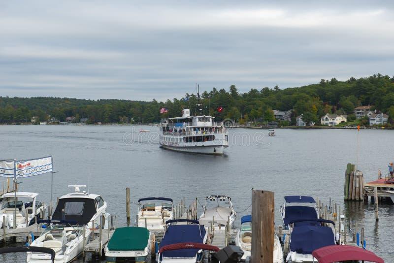 La nave da crociera del ms Mount Washington in dighe tira, il NH, U.S.A. immagini stock