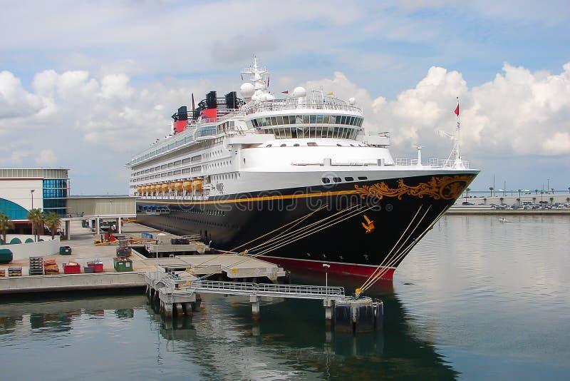 La nave da crociera Disney si domanda ancorato in porto Canaveral fotografia stock libera da diritti