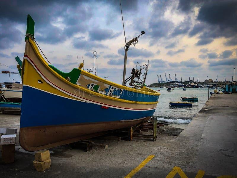 La nave in porto di Malta immagini stock