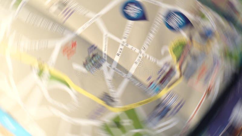 La navegación del mapa de calle que gira consigue perdida fotos de archivo libres de regalías