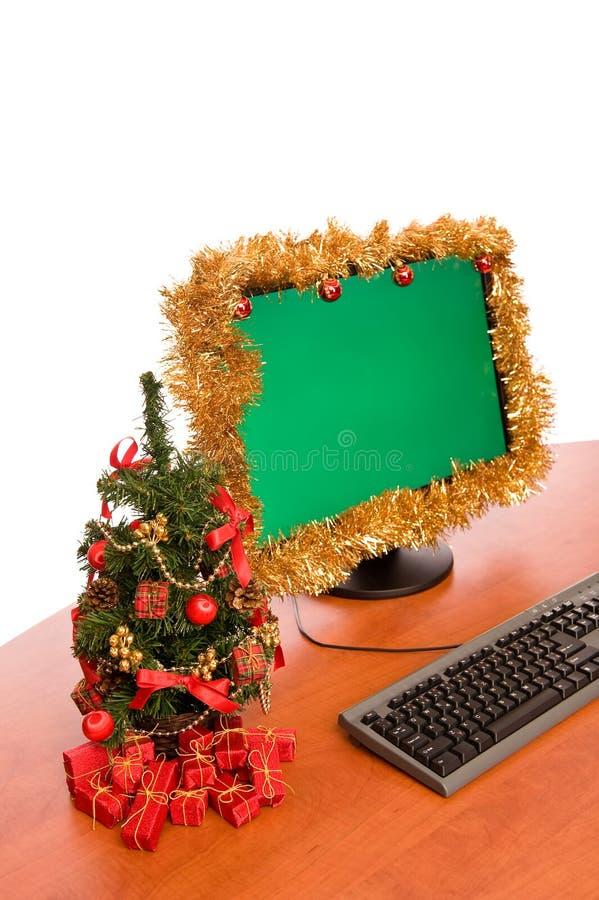 La Navidad adornó el escritorio de oficina fotografía de archivo