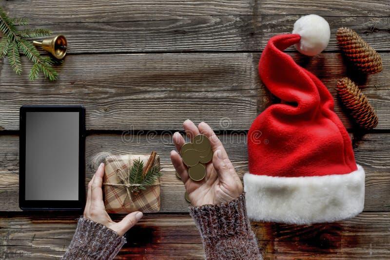 La Navidad, el regalo del Año Nuevo, mujer, endecha plana Compras en línea, ventas celebración, paquete, sorpresa, fotos de archivo
