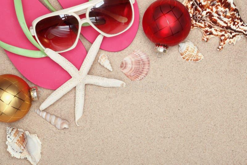 La Navidad en la playa imagen de archivo libre de regalías