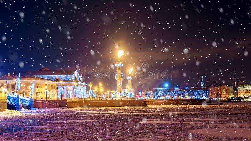 La Navidad en St Petersburg Escupitajo de Vasilyevsky Island fotografía de archivo