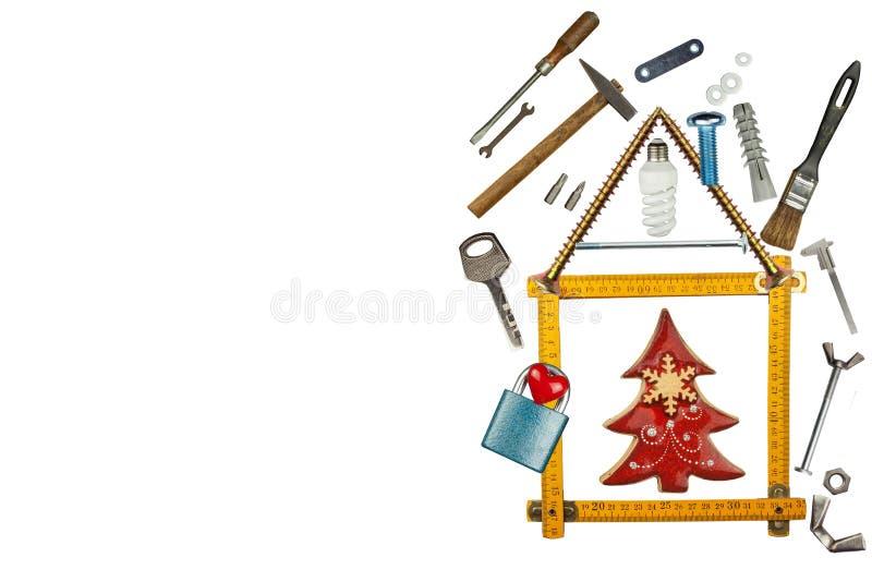 La Navidad en una casa nuevamente construida Regalo el Nochebuena Hipoteca para construir una casa La construcción del edificio fotos de archivo