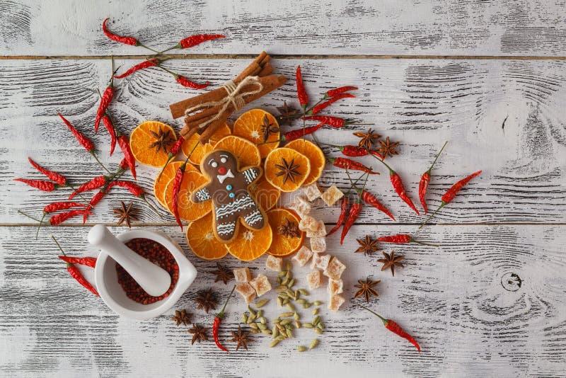 La Navidad - fondo de la torta de la hornada Esconda el libro abierto del cocinero con fotos de archivo