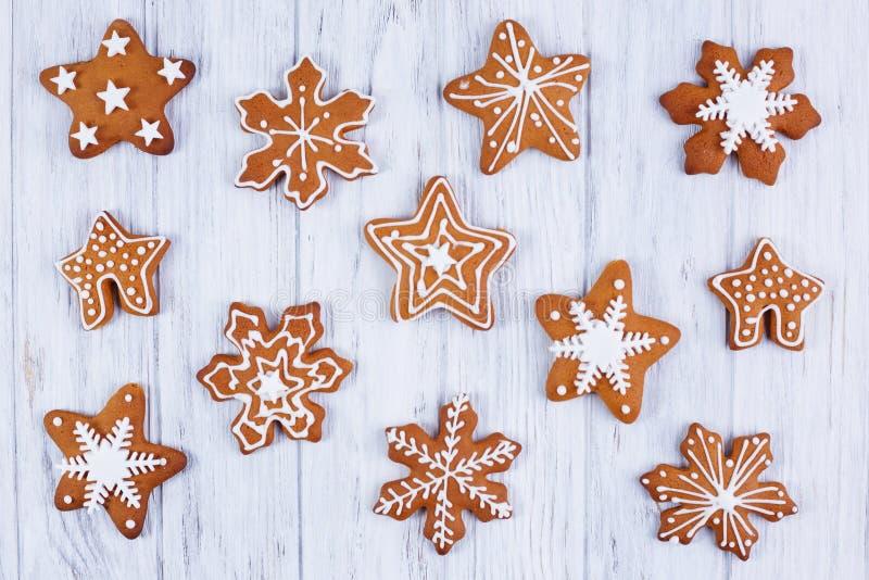 La Navidad Las galletas del copo de nieve del pan de jengibre fijadas adornan imágenes de archivo libres de regalías