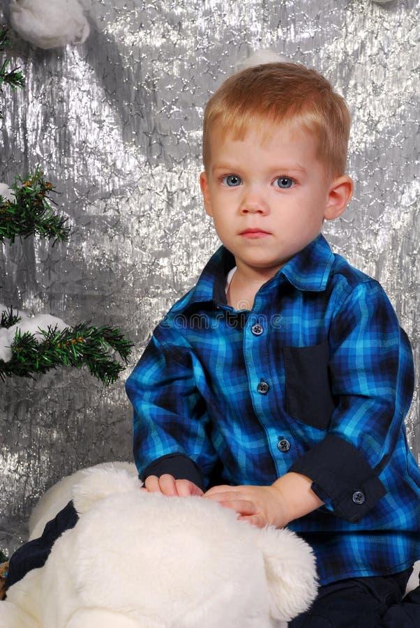 La Navidad linda del niño del muchacho fotografía de archivo