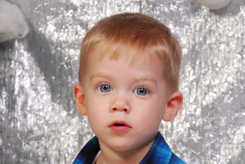 La Navidad linda del niño del muchacho imagen de archivo libre de regalías