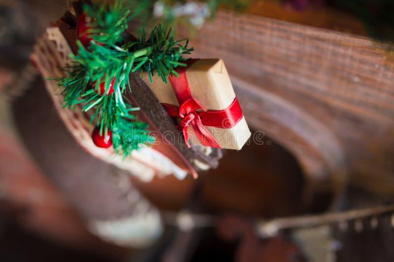 La Navidad pega el regalo imágenes de archivo libres de regalías