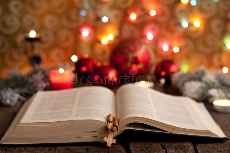 La Navidad y biblia foto de archivo