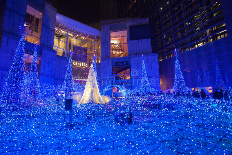 La Navidad y el invierno de Tokio sazonan iluminaciones en Shiodome fotos de archivo libres de regalías