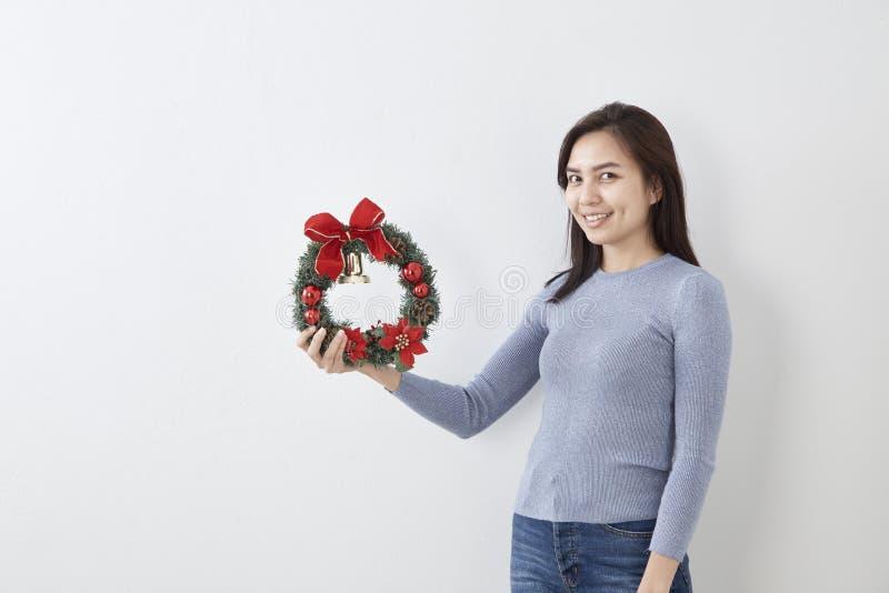 La Navidad y Feliz Año Nuevo 2019 de la mujer imágenes de archivo libres de regalías