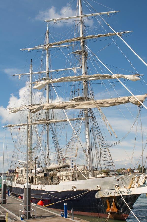 La navigation embarquent Lord Nelson à Portsmouth, Angleterre images libres de droits