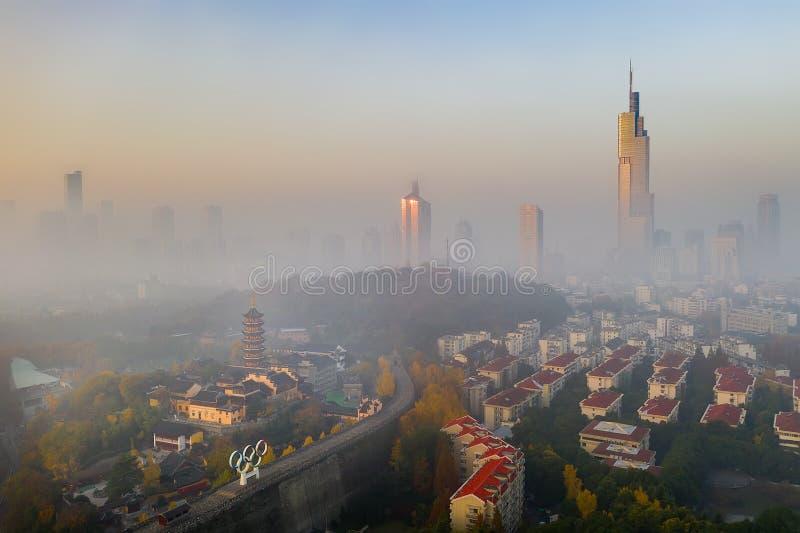 La nebbia di mattina a Nanchino fotografie stock libere da diritti
