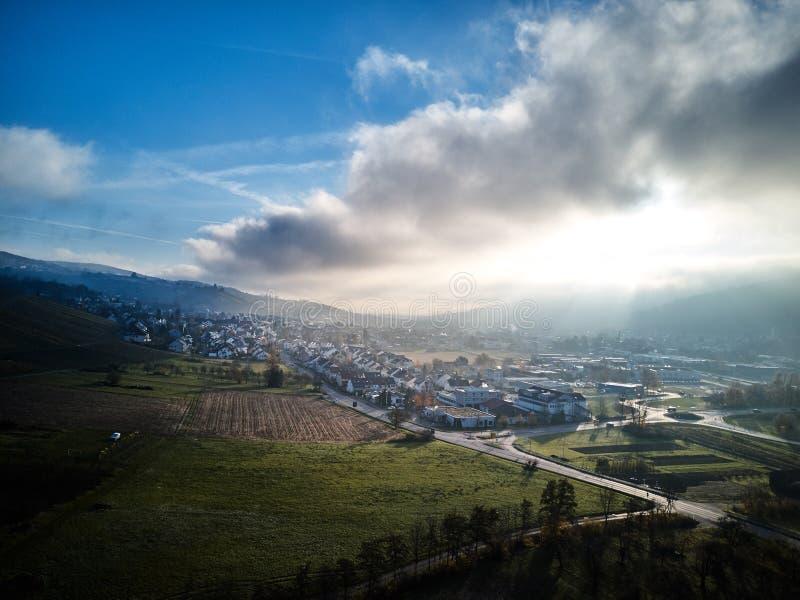 La neige aérienne a couvert la nature la belle Europe Forest Mountain Travel White Famous d'hiver de paysage de longueur de bourd image stock