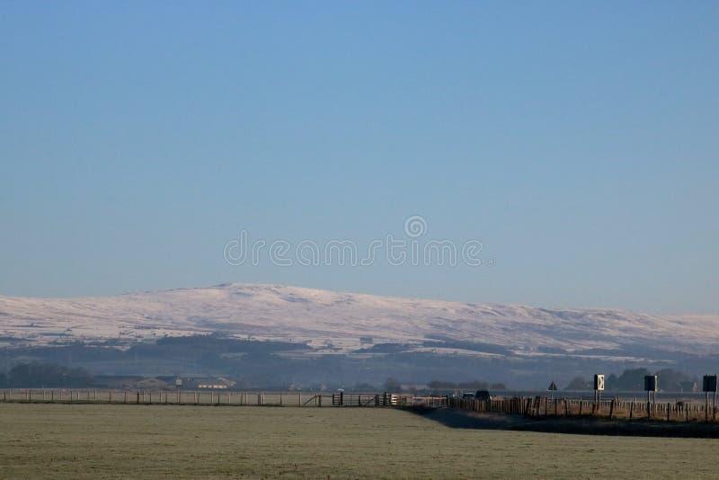 La neige abat dessus, Lancashire à travers la mousse de Cockerham image libre de droits