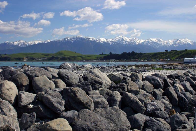 La neige a couvert la chaîne de montagne de Kaikoura, Nouvelle-Zélande photos libres de droits