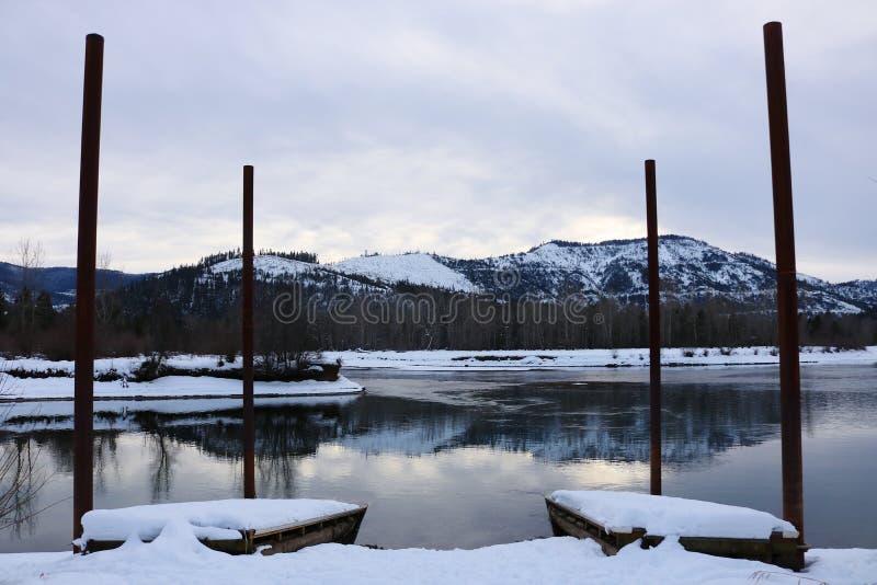 La neige a couvert des montagnes de Cataldo photo stock