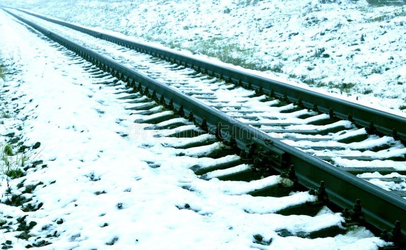 La neige a couvert des voies de chemin de fer photographie stock libre de droits