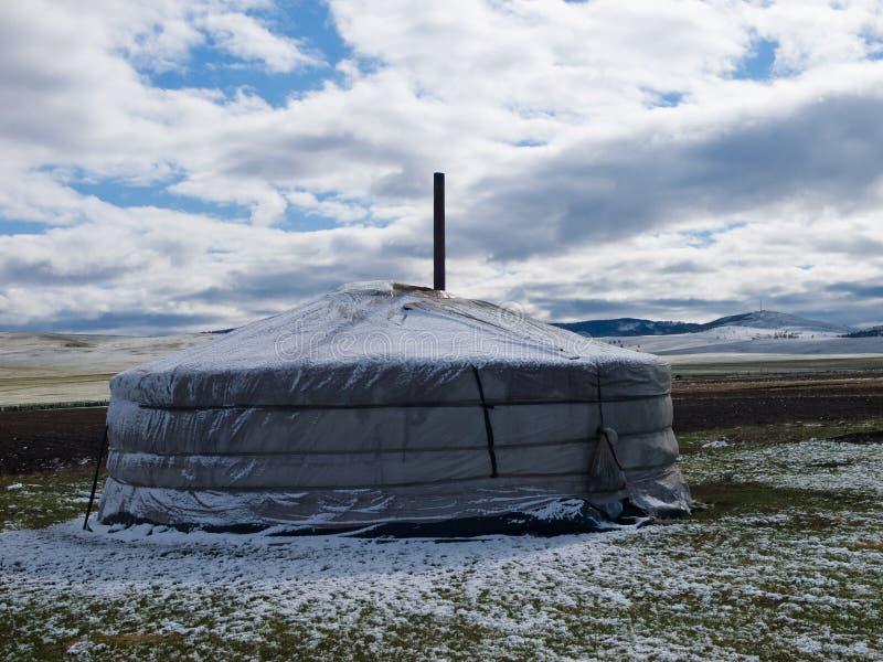 La neige a couvert le yurt photos stock