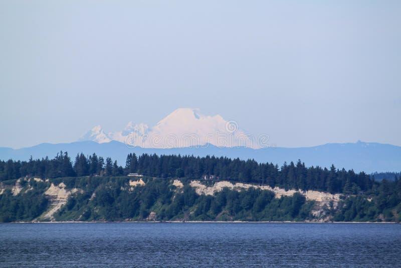 La neige a couvert la montagne du Mt rainer photographie stock libre de droits