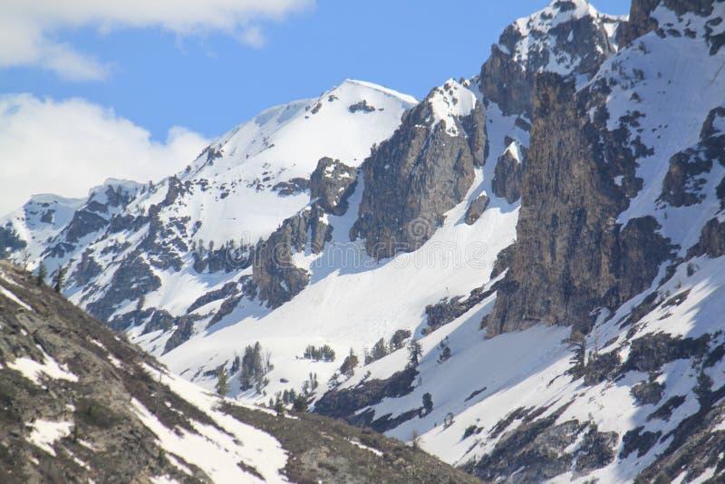 La neige a couvert Ruby Moutains, canyon de Lamoille photos libres de droits