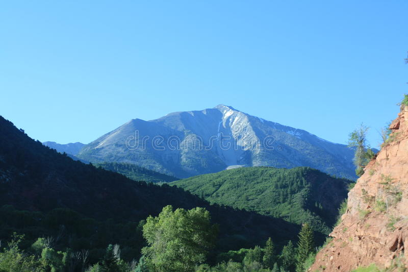 La neige de l'Utah a complété la montagne image stock