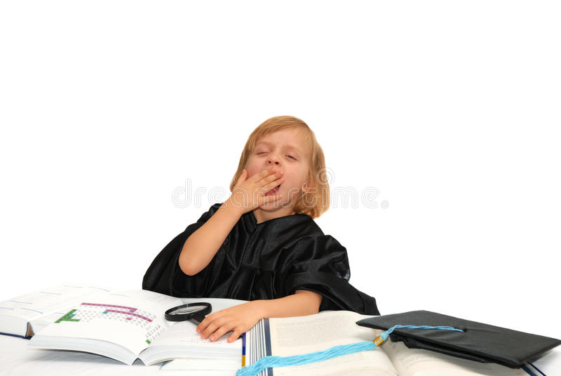 La niña linda es cansada del aprendizaje foto de archivo libre de regalías