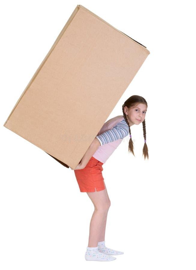 La niña tiene caja de cartón grande fotos de archivo