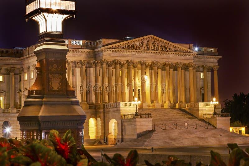 La noche del lado norte de la luz del capitolio de los E.E.U.U. del senado protagoniza Washington DC foto de archivo
