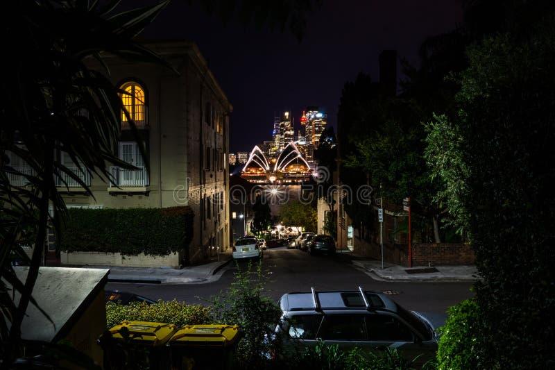 La noche larga de la exposición tiró del centro de ciudad del skylin de Sydney imágenes de archivo libres de regalías