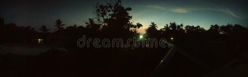 La noche tirada en el pueblo la India parece perfecta fotografía de archivo libre de regalías