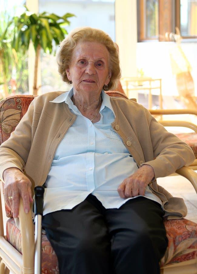La nonna sta distendendosi fotografia stock libera da diritti