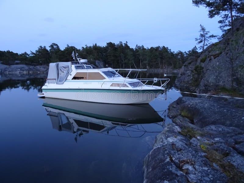 La nostra barca fa una figura sul mare fotografia stock libera da diritti