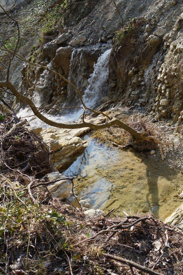 La nostra cascata locale Inverno-primavera 2019 immagini stock libere da diritti