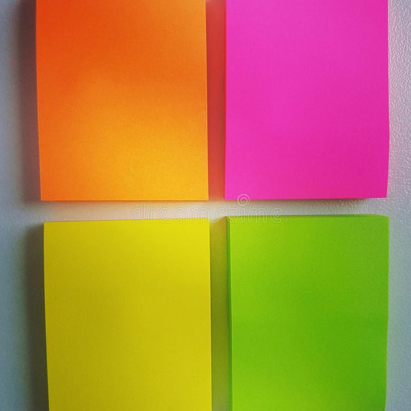 La nota del color recuerda Cuatro pegamentos fotografía de archivo