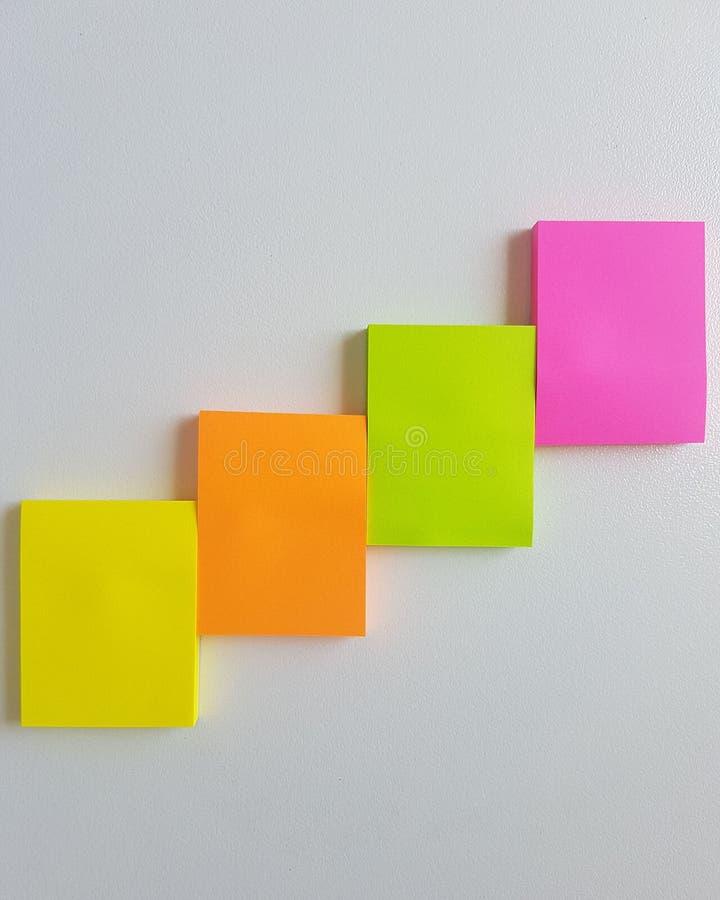 La nota del color recuerda Cuatro pegamentos imagen de archivo libre de regalías