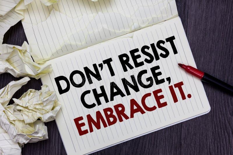 La nota di scrittura che mostra Don t per non resistere al cambiamento, lo abbraccia Montrare della foto di affari è aperto posit fotografia stock libera da diritti