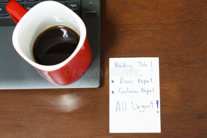 La nota urgente hace informe fotos de archivo
