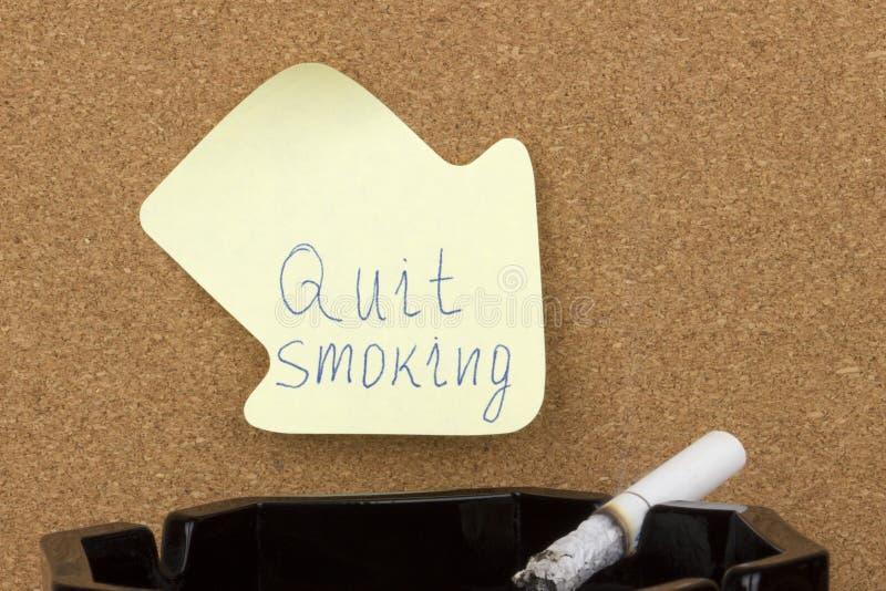 La note collante a stoppé le tabagisme images stock