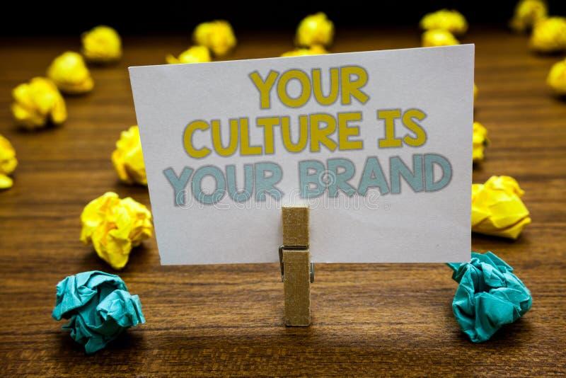 La note d'écriture montrant votre culture est votre marque Les expériences de présentation de la connaissance de photo d'affaires images libres de droits