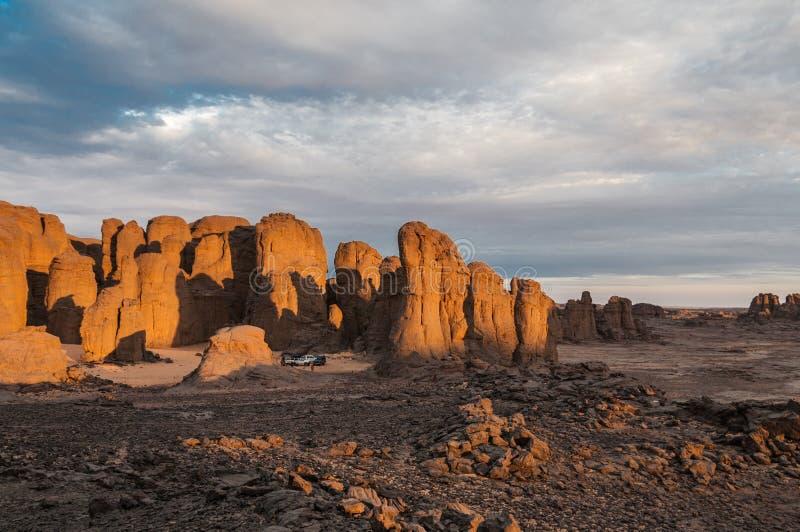 La notte cade nel deserto immagini stock