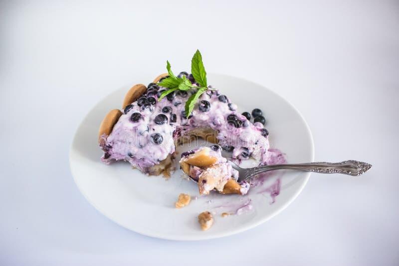 La nourriture au goût âpre de gâteau de myrtille de fruit décorant mangent photographie stock libre de droits