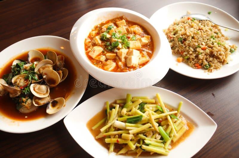 La nourriture de quatre Chinois, riz frit de Yangzhou, émoi a fait frire des pousses de bambou, image libre de droits