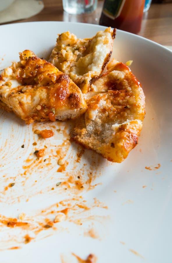 la nourriture de rebut de la pizza après mangent photo libre de droits