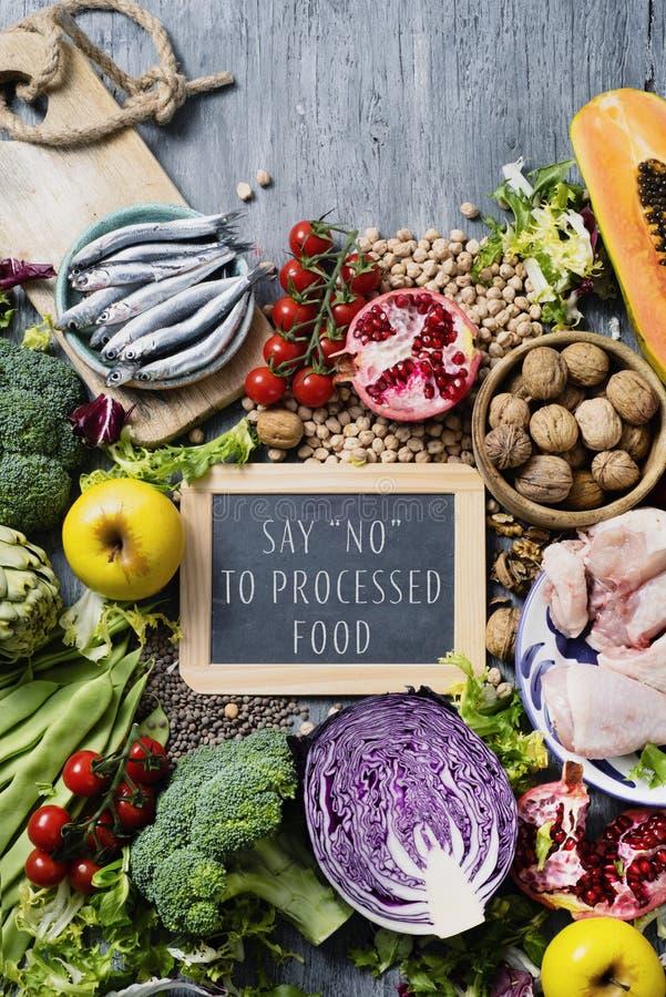 La nourriture et le texte naturels indiquent non à la nourriture traitée photos libres de droits