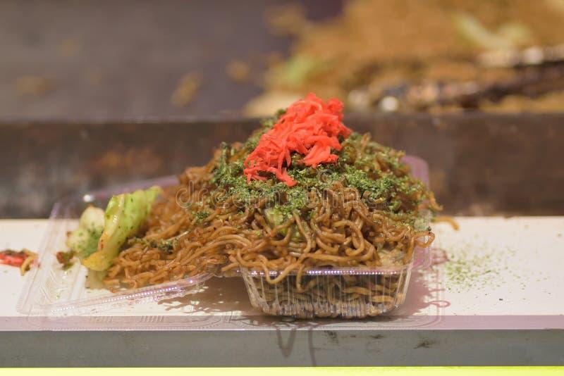 La nourriture japonaise célèbre de rue a appelé Yakisoba photo stock